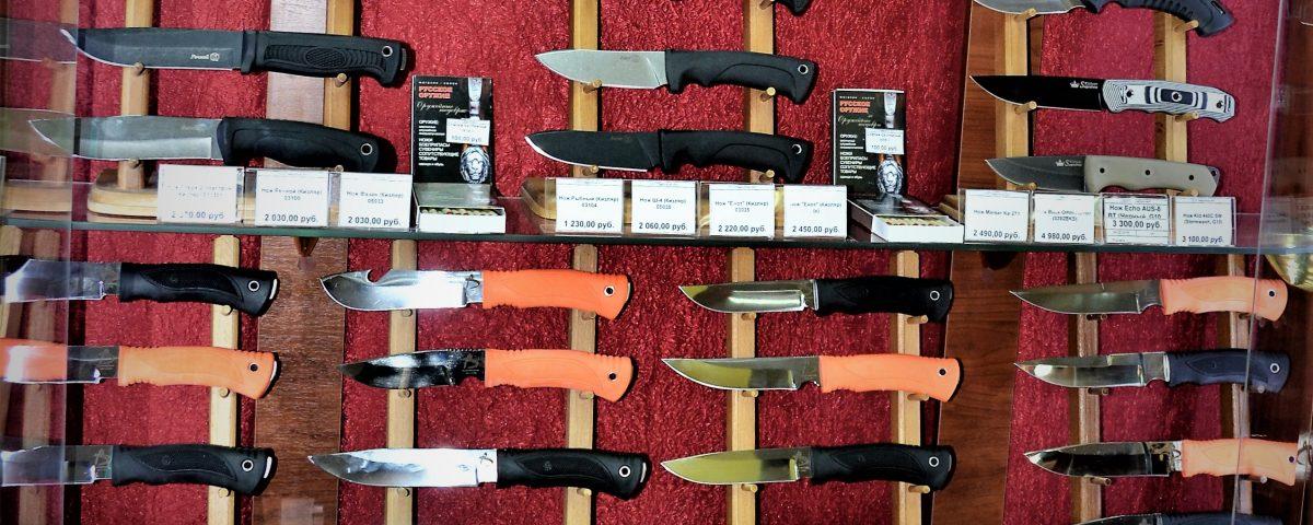 Витрина с ножами